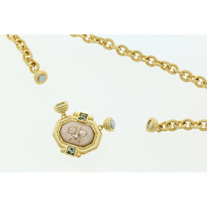 BEE BEE 2 - Chain choker in light golg with rings: its peculiarity is the magnetic closing that allows to attach a central motif in light peach with a lovely little bee and fumé stone. - A.Z. Bigiotterie