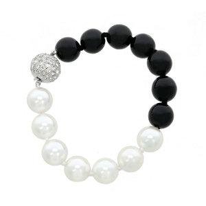 IN & YANG - Two pearl colour that represent IN and YANG, in a perfectly harmonized bracelet, made of rodhium, crystal, white and black pearl. - A.Z. Bigiotterie